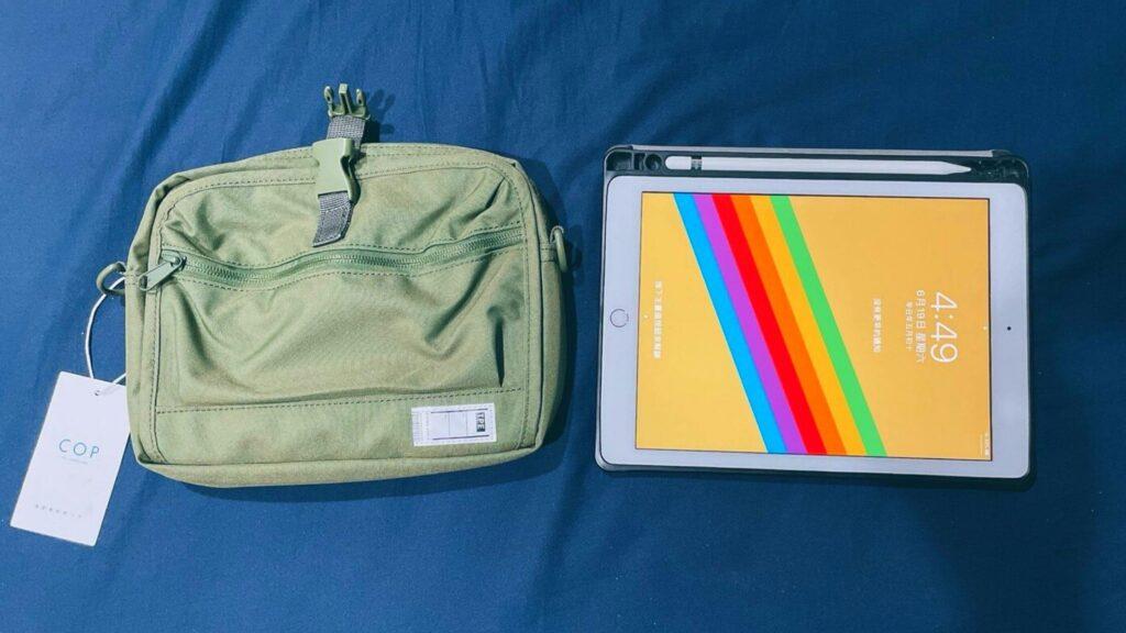 PM橫式旅行小包與ipad比較